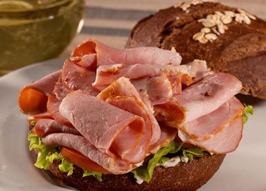 Sándwich de jamón con mayonesa al romero