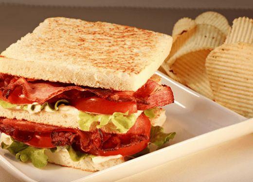 Sándwich de tocino BLT